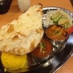 ネパール キャンドル キッチン - 2種類のカレーセット(野菜、マトン)