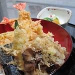 旅館アツギ・ミュージアム - 料理写真:大海老3本と季節野菜を使用。職人が作る旅館の天丼を是非!