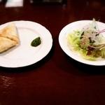 カレー専門店 グウ - サモサとサラダ