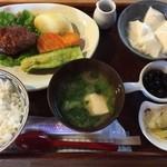 Dinig & Cafe LaLa - 本日の日替りランチ煮込みハンバーグ、650円です。