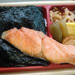 ローソン - 料理写真:★2015・7再訪 新潟コシヒカリ紅鮭弁当・498円