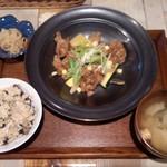 ハナサカスダイニング - 大豆ミートのジンジャーソース定食