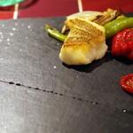 ビストロ ピエロ - ミーバイのポワレ、多良間島の野菜を添えて。
