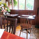 Petit HANON  - 店内テーブル席