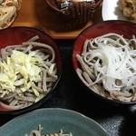 めん処 ふるふる - 大根とキャベツが乗った太打ち十割蕎麦