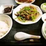 麺飯家龍門 - チンジャオロース定食
