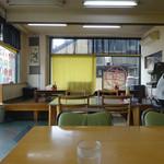 李さんの店 - 「李さんの店」テーブル席と小上がりの座敷