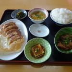 李さんの店 - 料理写真:「今週の定食(豚バラナンコツ煮物・焼き餃子)」680円