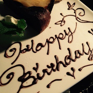 お誕生日歓送迎会等にアニバーサリープレートはいかがでしょうか