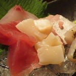 もえり - お刺身(鮪、ホタテ、鯛?、ハマチ??、アナゴ???)