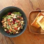 五穀米とワイルドライスのチョップサラダ