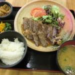 満マル - 料理写真:サーロインステーキ定食 780円