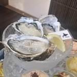 牡蠣と魚 海宝 - 最上段の生牡蠣は、「的矢」「厚岸」「三陸」の3つ