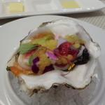ビストロ ダイア - 昆布森の牡蠣はトウモロコシのムースとシーカーサーの粒が・・・