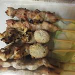 やきとり 鳥とん - 料理写真:焼鳥はすべて2本づづ5種類を注文、塩焼は3種類です。