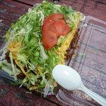 キングタコス - これがタコライスチーズ野菜。