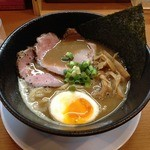 ラー麺 陽はまた昇る - 魚とりとんこつラー麺(750円)