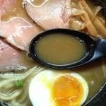 ラー麺 陽はまた昇る - 魚とりとんこつラー麺(750円)スープ