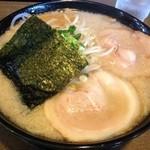 らーめんまる井 - 料理写真:背脂しお中(780円)