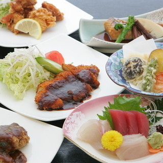 28種類以上の中からメイン料理を選ぶランチ