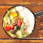 野菜を食べるカレーcamp - トマトとオクラの夏野菜グリーンカレー