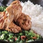 野菜を食べるカレーcamp - 骨つきチキンのマウンテン盛りカレー