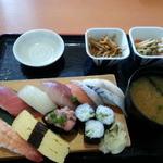つぼ八 - 料理写真:すし定食680円+税