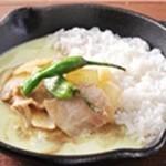 野菜を食べるカレーcamp - 玉ネギと豚肉の生姜焼き風グリーンカレー