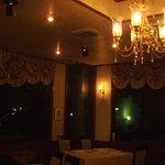 レストラン 樹葉亭 - ちょっぴり豪華な雰囲気で、、小さいけれどバカラのシャンデリア、結婚記念日など特別な日にどうぞ