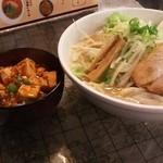 Karyuuhansou - (2015/7)濃厚味噌らーめん+麻婆豆腐丼。880円。
