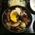目黒のさんま 菜の花 - 照り焼きチキン丼に温玉投入