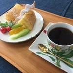 遊倶楽部 - 料理写真:珈琲とシフォンケーキセット