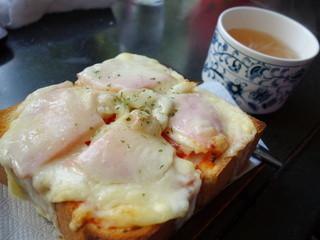 パーラージロー - ピザトースト(¥500税込みスープ付き)