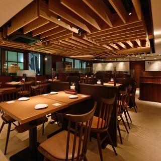 ワイン食堂 ブルマーレ 新宿店 - 当店一押しの窯焼きビザを焼くピザ職人が見えるピッツァビューイング