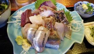 はま善 - 地魚の盛り合わせ定食   1,500円
