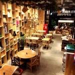 SHIBAURA GRILL - 80坪の広い店内