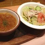 ビッグ・ジョー - オニオンスープと白ごまドレッシングサラダ