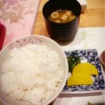 菅乃屋 - セットのごはんと味噌汁