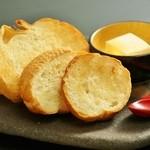 クリームチーズ豆腐とバケット
