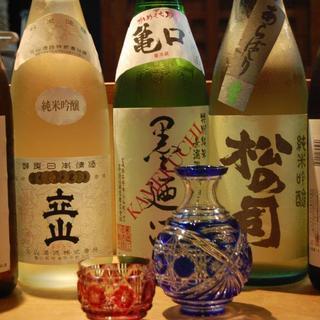 日本酒/焼酎は常時10種前後ご用意しております。