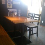 甚八 - テーブル席