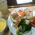 サンドッグ イン 神戸屋 - ランチbuffet、食べ放題の他、スープとドリンクが付く