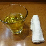 蘭苑菜館 - お茶、おしぼり