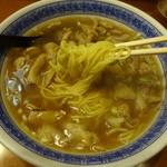 蘭苑菜館 - ややウェーブのかかった麺