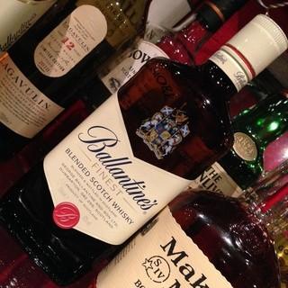 ウイスキー・カクテル種類豊富に取り揃えております。