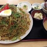 丸金食堂 - デッカイ皿ですw