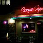 ブギーカフェ - 店前にて