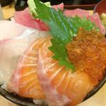 魚の旨い店 - 4色丼 830円