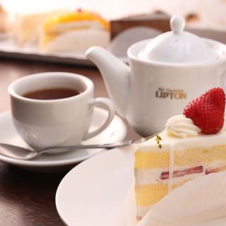 カフェ利用もOK。ケーキセット