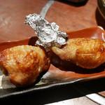 飯綱 - 焼き手羽餃子(2本)¥380